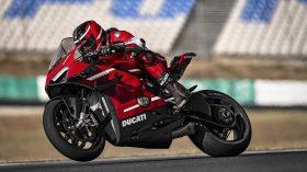 01 Ducati Superleggera V4 Action UC145860 Mid