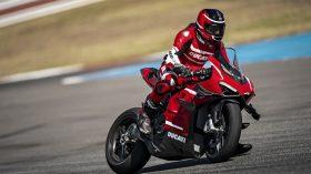 02 Ducati Superleggera V4 Action UC145865 Mid