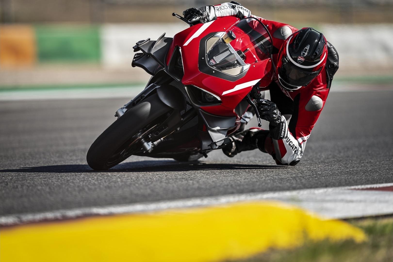 05 Ducati Superleggera V4 Action UC145867 Mid