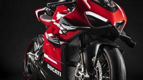 05 Ducati Superleggera V5 UC145958 Mid