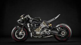 14 Ducati Superleggera V4 UC145967 Mid