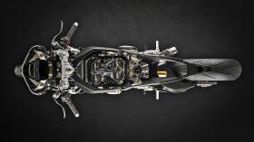 15 Ducati Superleggera V4 UC145968 Mid