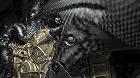 18 Ducati Superleggera V4 UC145974 Mid