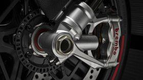 23 Ducati Superleggera V4 UC145979 Mid