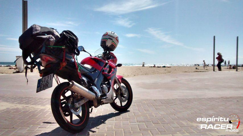 Viajar en una moto de 125: pros y contras