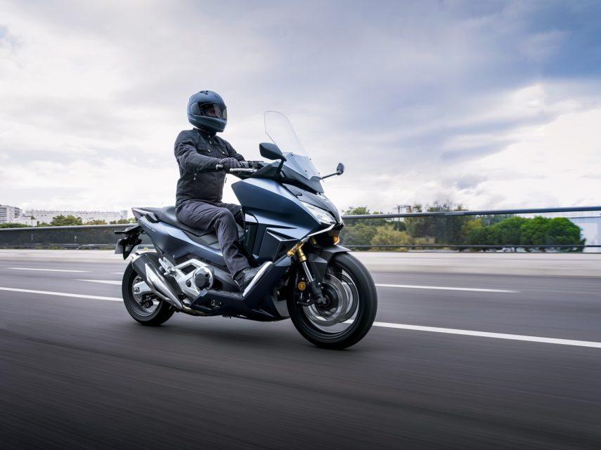 Honda Forza 750 2021: comodidad, lujo, confort y una pizca de diversión