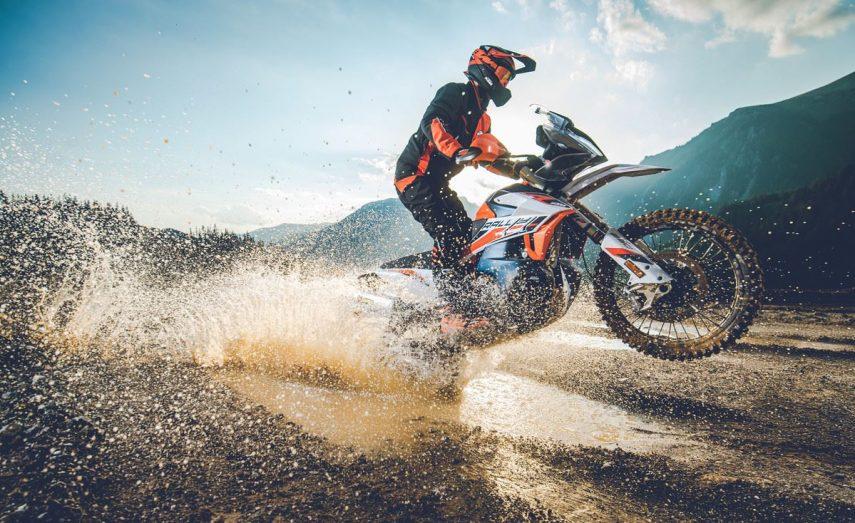 Desveladas las nuevas KTM 890 Aventure R y 890 Adventure R Rally