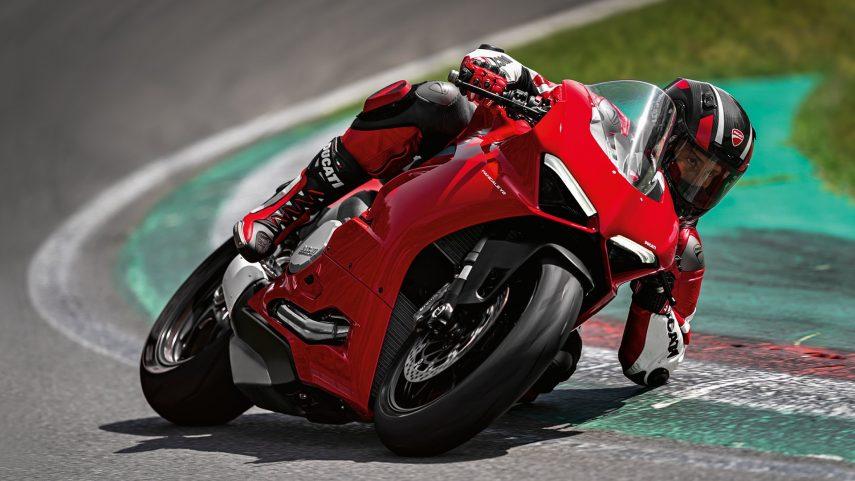Con la Ducati Panigale V2 las deportivas bicilíndricas de Borgo Panigale siguen más vivas que nunca