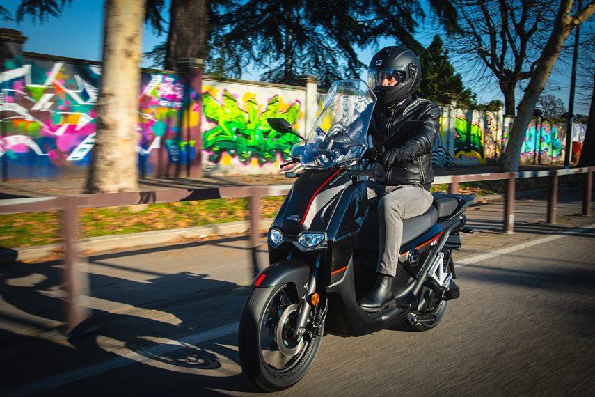 Super Soco CPx, el scooter eléctrico de rueda alta y al gusto europeo