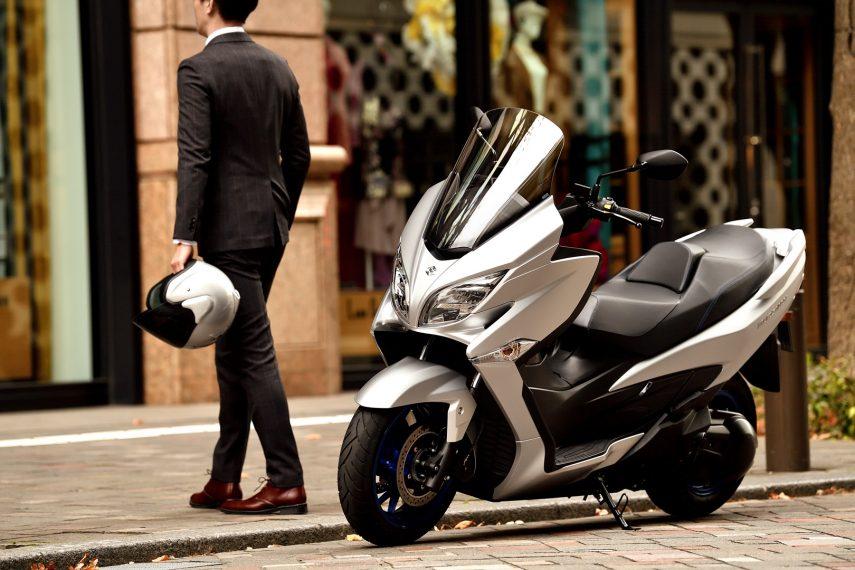 Suzuki Burgman 400 2021, ligeros retoques para un scooter demasiado veterano