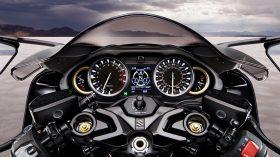 Suzuki Hayabusa 1300 2021 Action 08