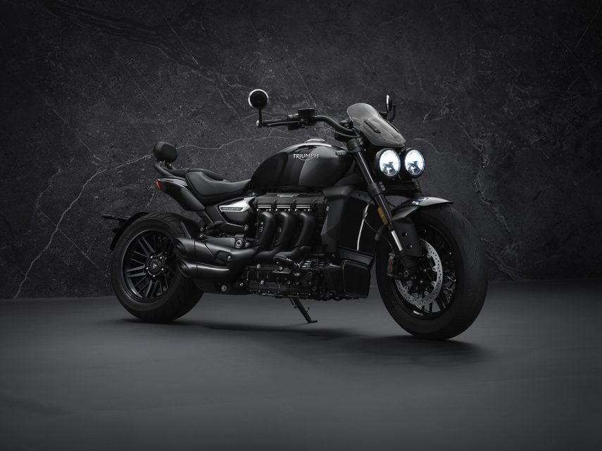 Triumph Rocket 3 R Black y GT Triple Black, las power cruiser se vuelven oscuras