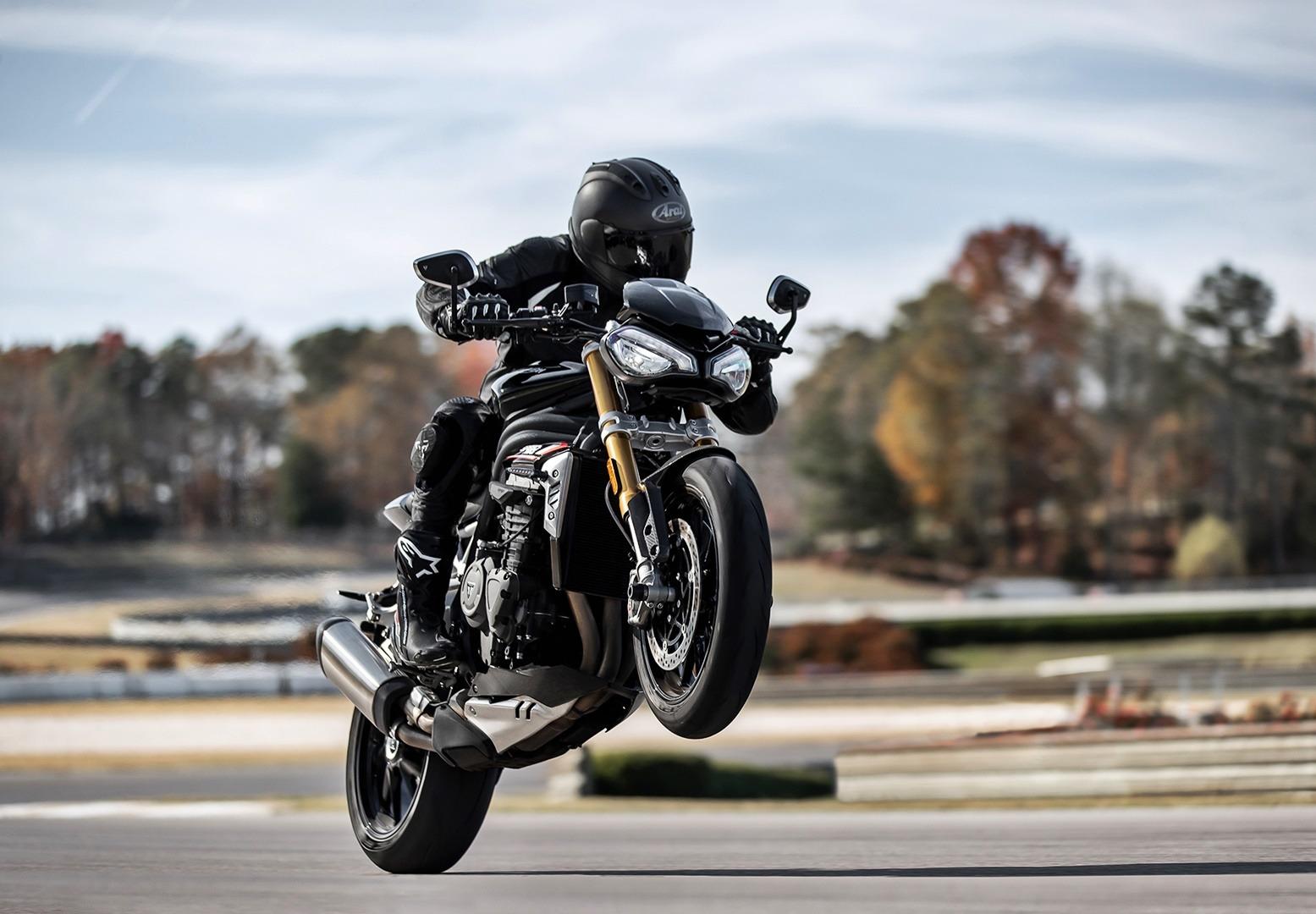Llega la Triumph Speed Triple 1200 RS 2021, con 180 CV para 198 kg de poderío inglés
