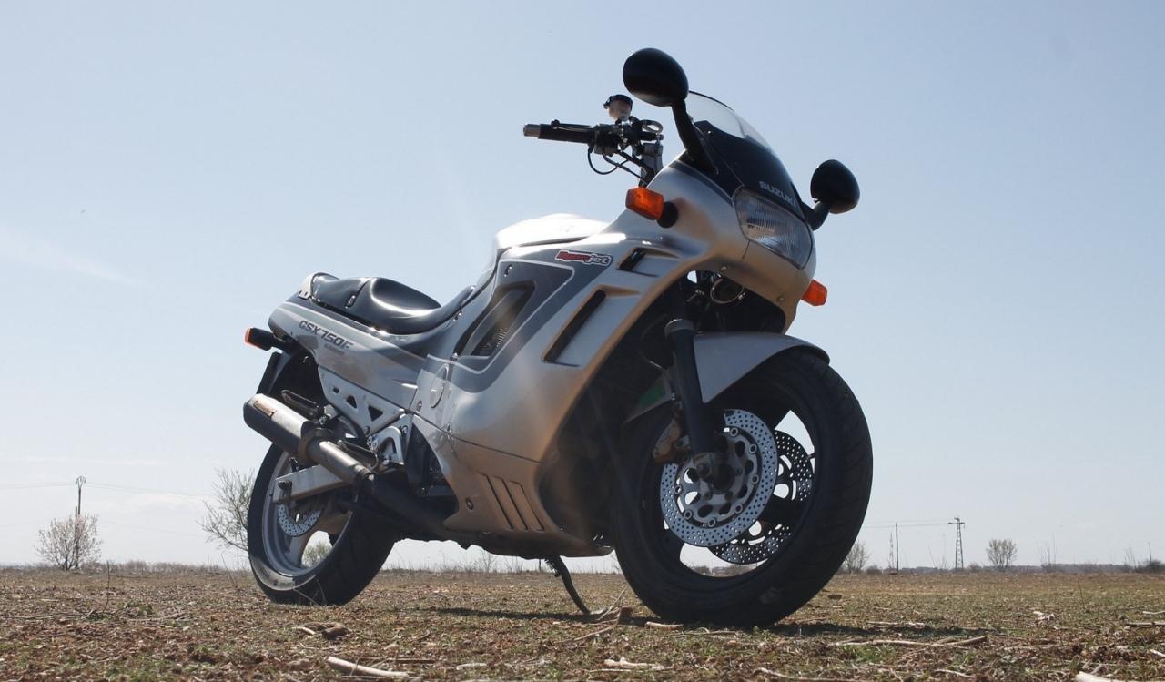 Suzuki GSX 750F 3