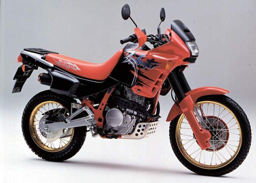 Moto del día: Honda NX 650 Dominator