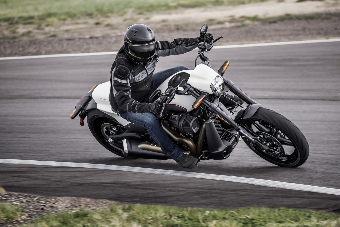 Harley Davidson FXDRS 114 25