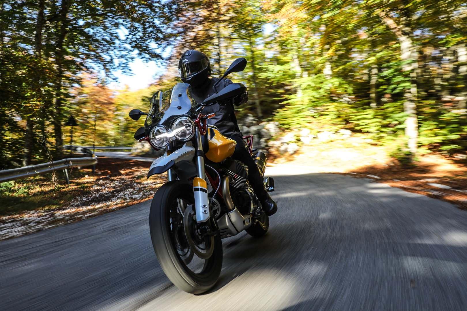 Moto Guzzi V85 TT 12
