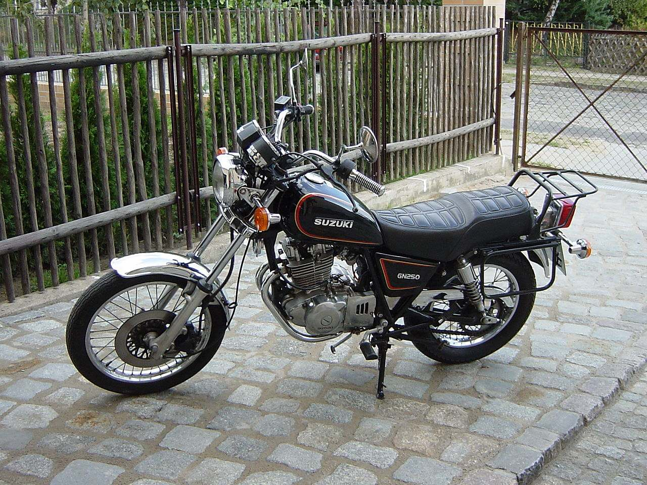Suzuki GN 250 1
