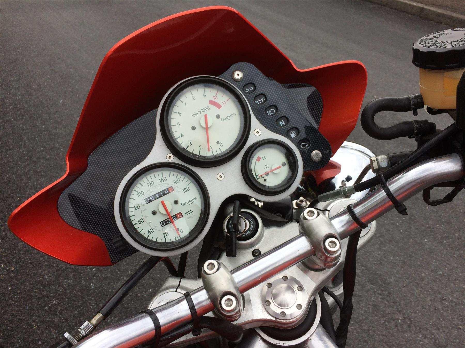 Triumph Speed Triple T509 2