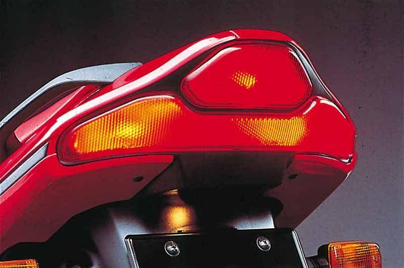 Suzuki RF 600 01