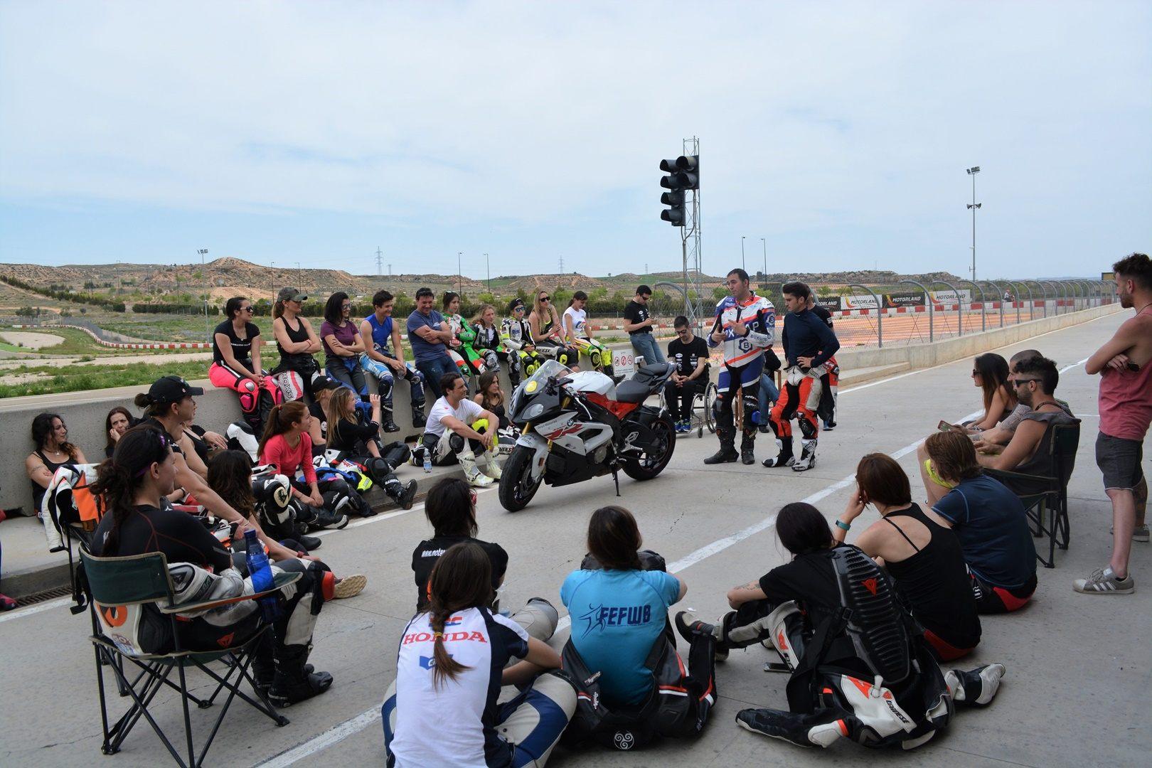 Mejora tu técnica de pilotaje con el campus de la Comisión Femenina de Motociclismo