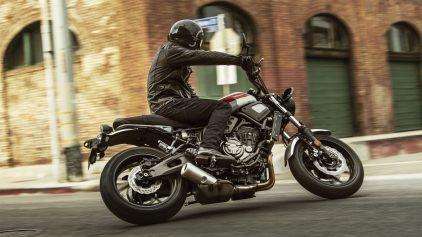 2019 Yamaha XS700 EU Matt Grey Action 005