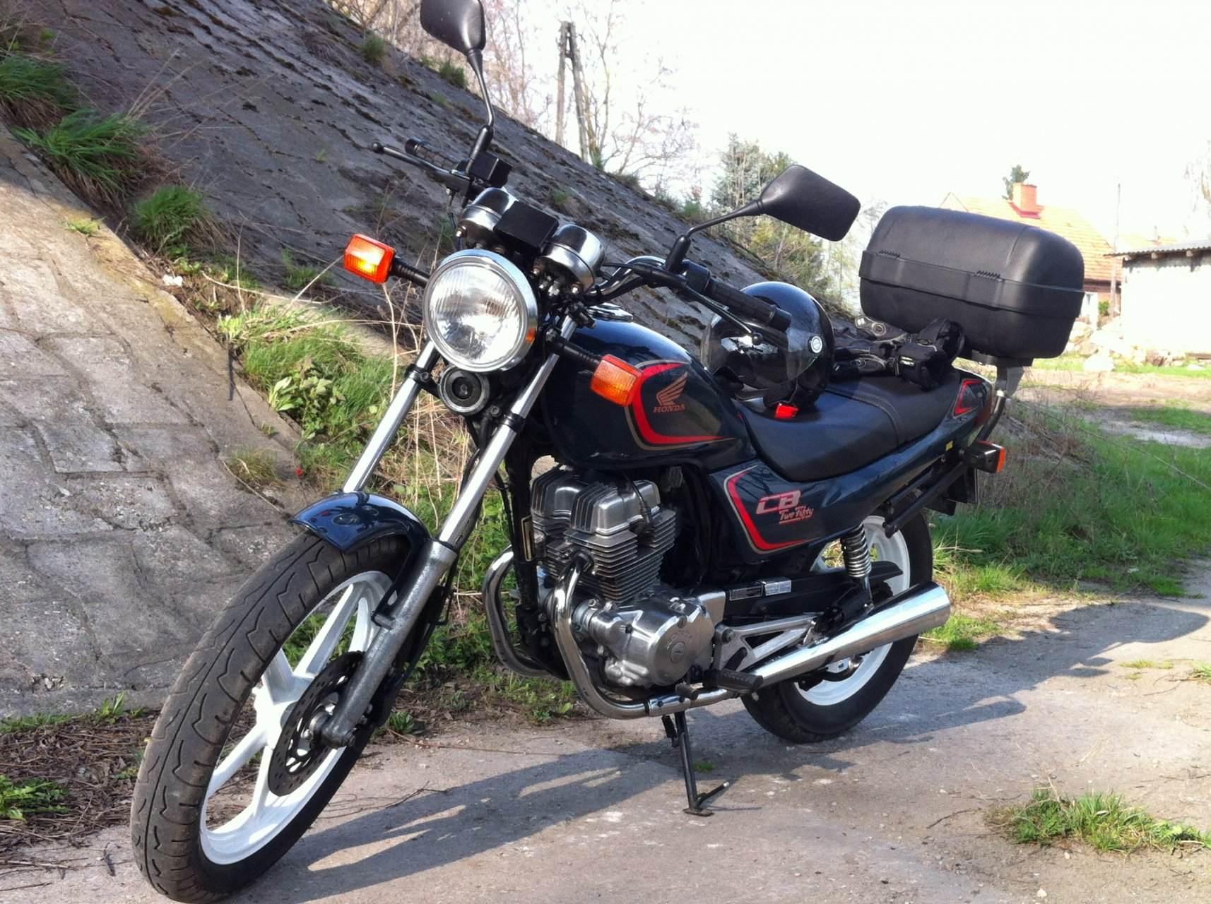 Honda CB 250 2