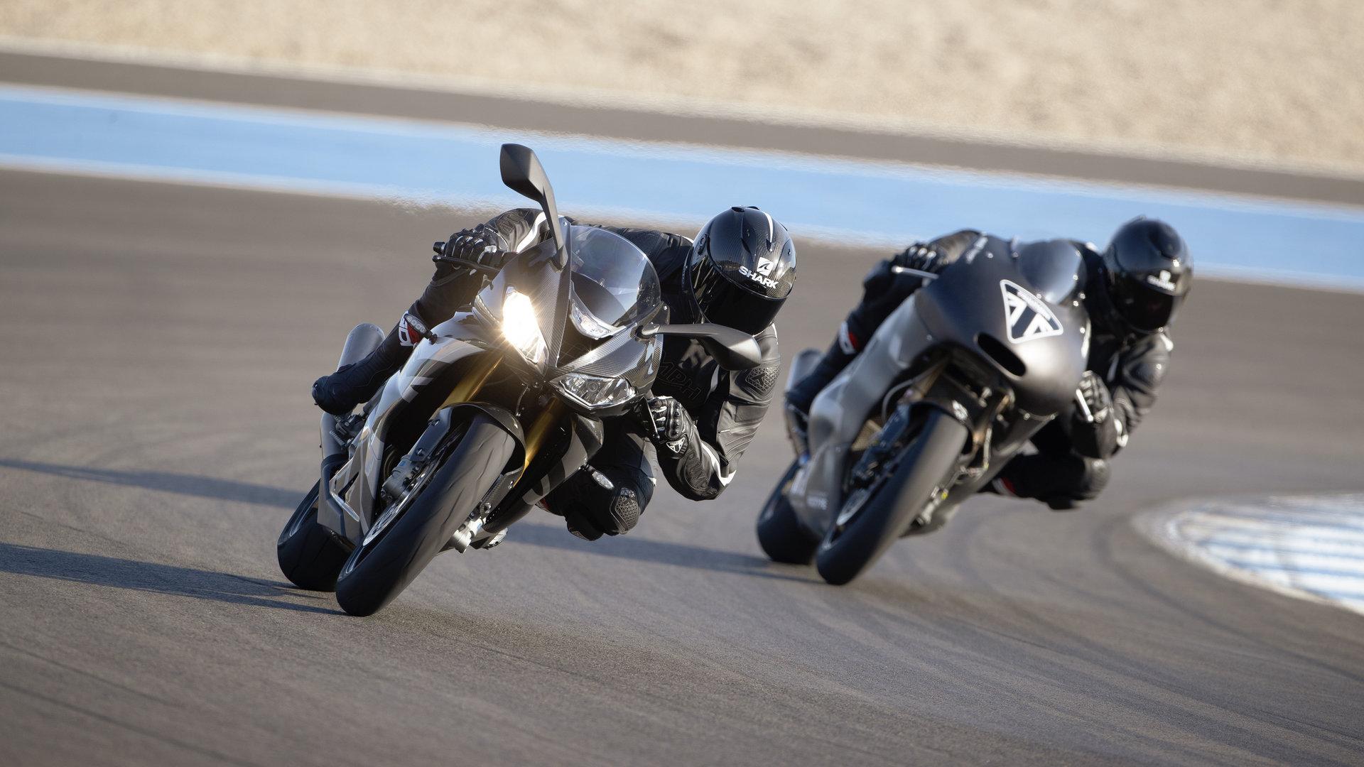 Triumph Daytona Moto2 765 02
