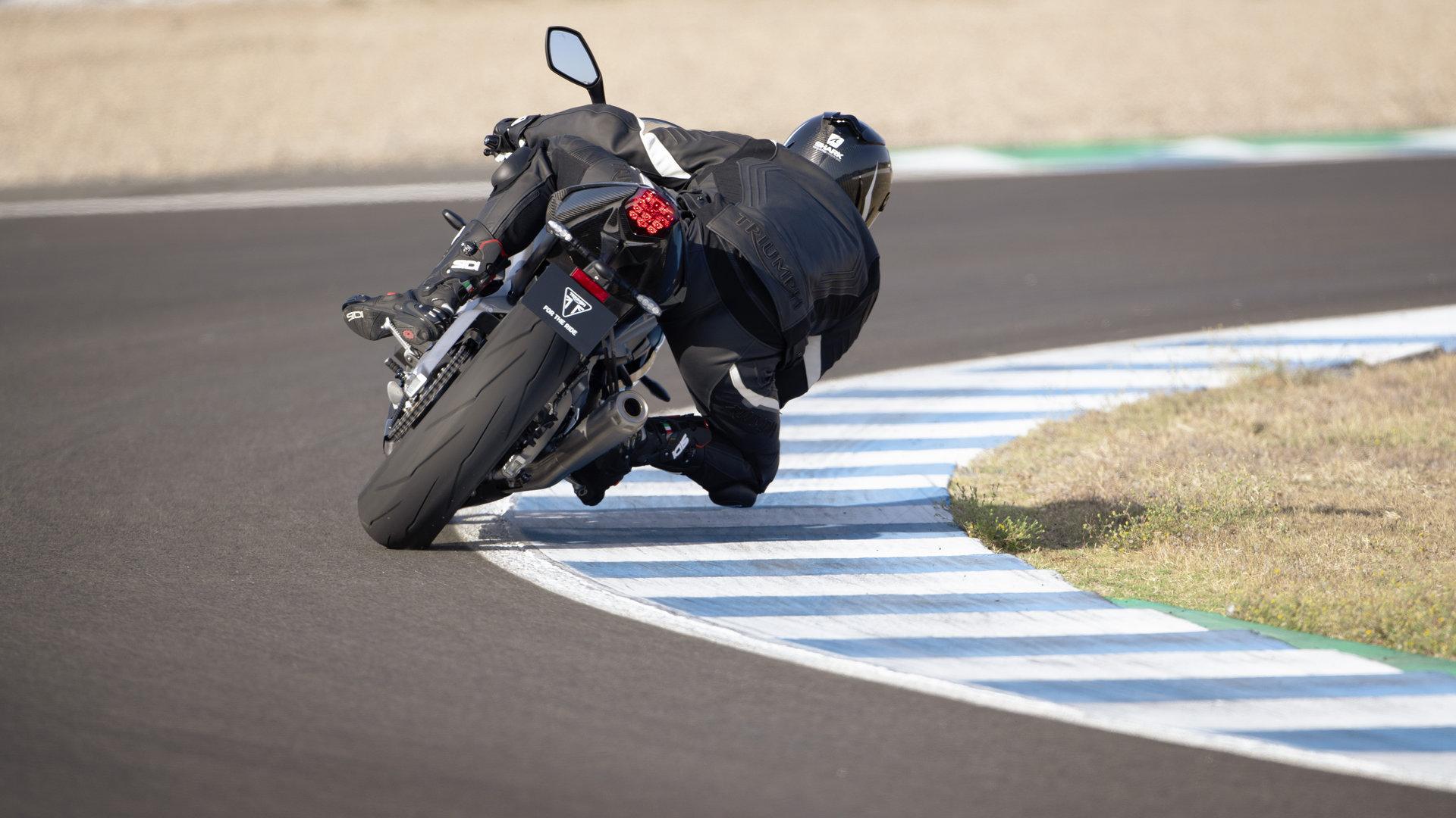Triumph Daytona Moto2 765 10