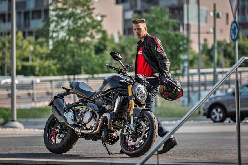 Ducati Monster 1200 S 2020 «Black on Black»: negro sobre negro