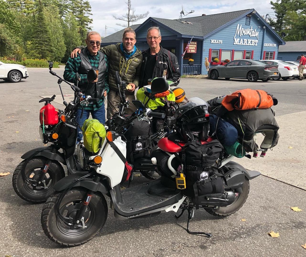 Dos chalados están recorriendo Estados Unidos sobre sendos scooter de 50 cc