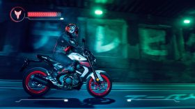 2020 Yamaha MT125 EU Ice Fluo Action 007 03