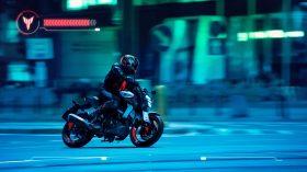 2020 Yamaha MT125 EU Ice Fluo Action 009 03
