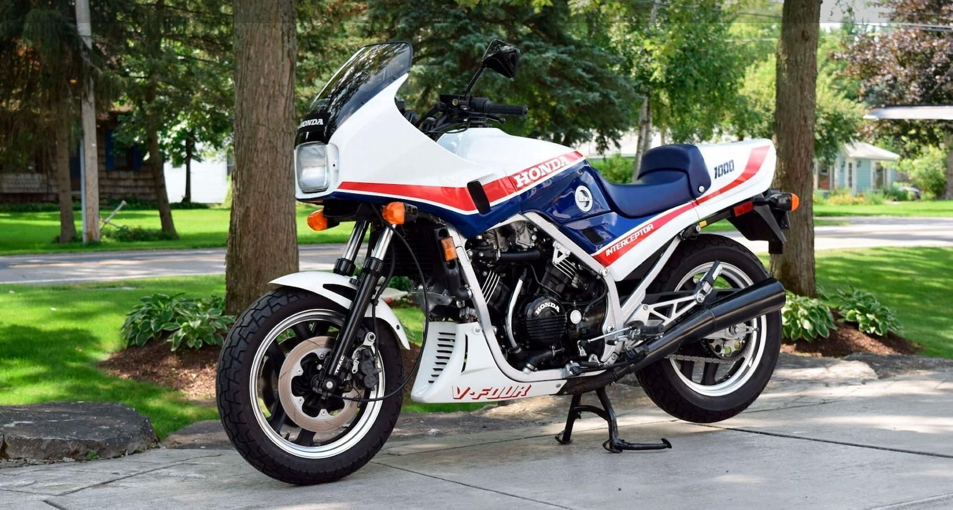 Honda VF 1000 F (1)