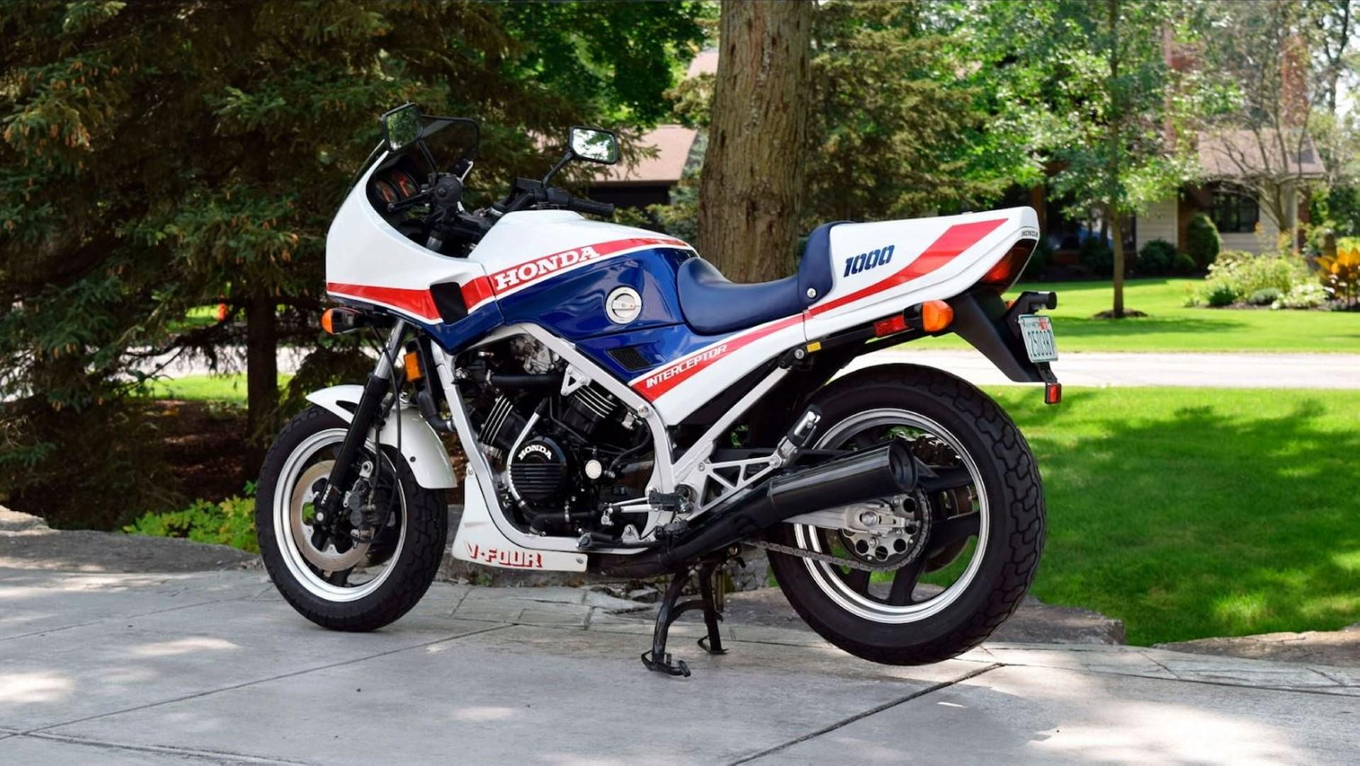 Honda VF 1000 F (2)