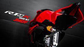 Yamaha R1 PC 03