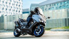 2020 Yamaha XP500A EU Icon Grey Action 001 03