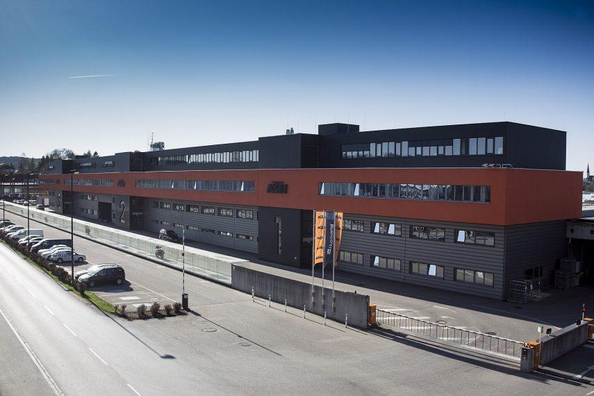 Las KTM 790 y 890 se pasarán a fabricar en China