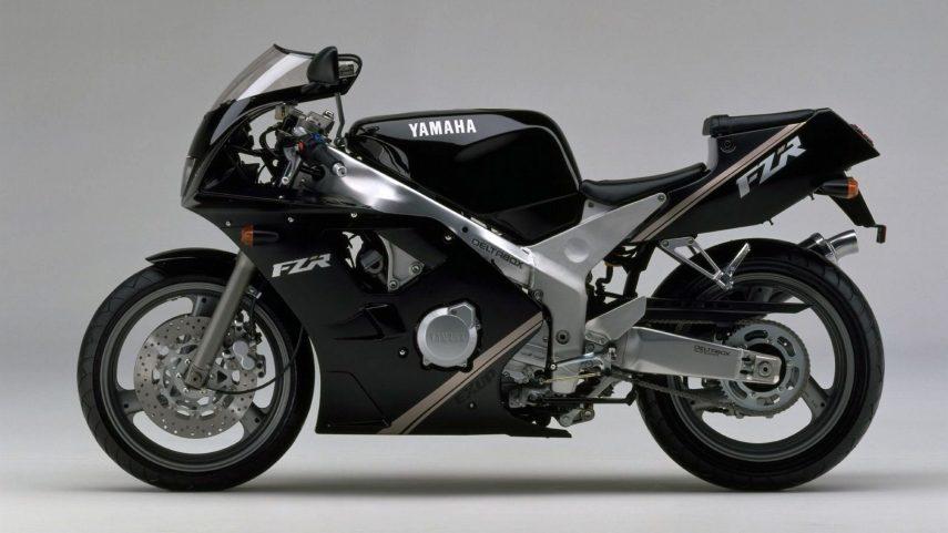 Moto del día: Yamaha FZR 400