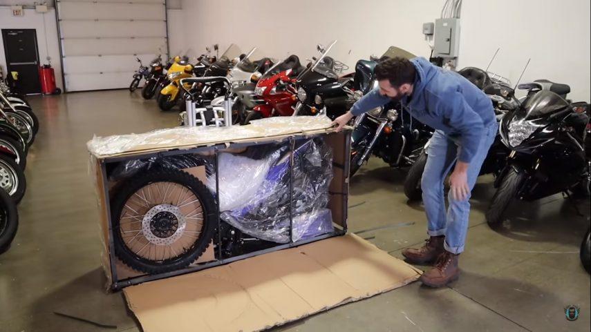 Comprar una moto en Amazon es sencillo, luego llega lo complicado