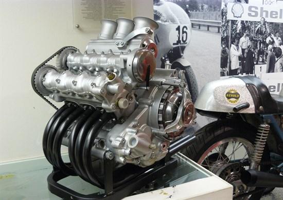 La historia de los motores tricilíndricos fallidos de Ducati