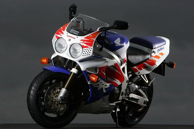 Moto del día: Honda CBR 900 RR Fireblade (1992)