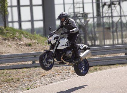Moto del día: BMW HP2 Megamoto