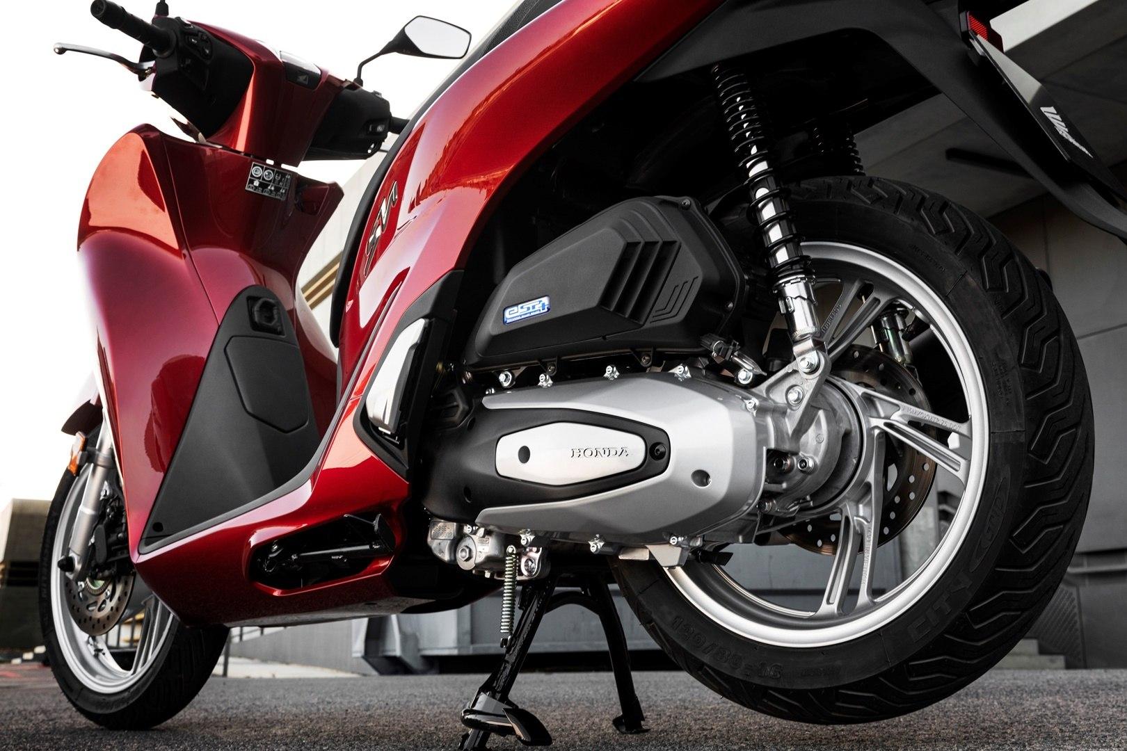 Honda Scoopy SH125i 05