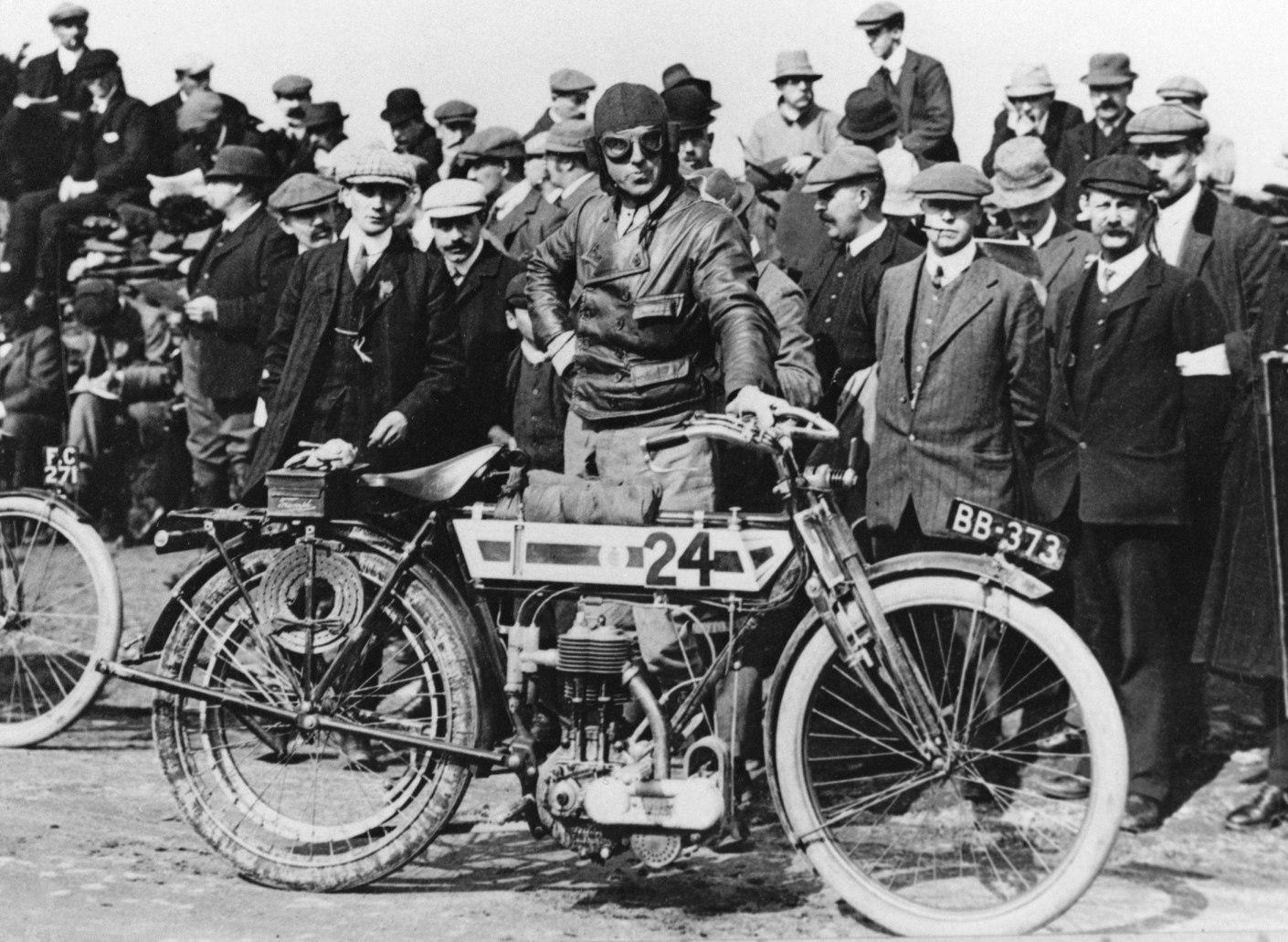 Triumph celebra más de 100 años de competición y logros en el motociclismo