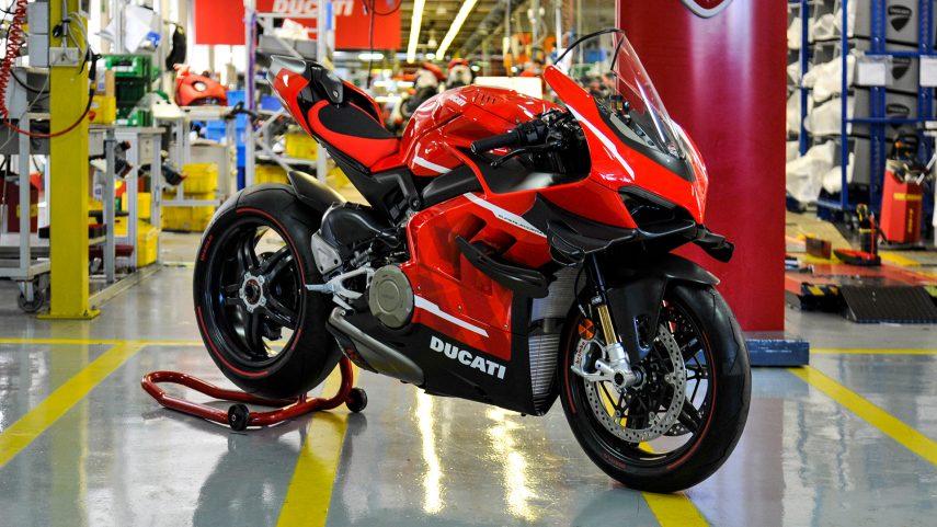 La primera Ducati Panigale V4 Superleggera sale de fábrica