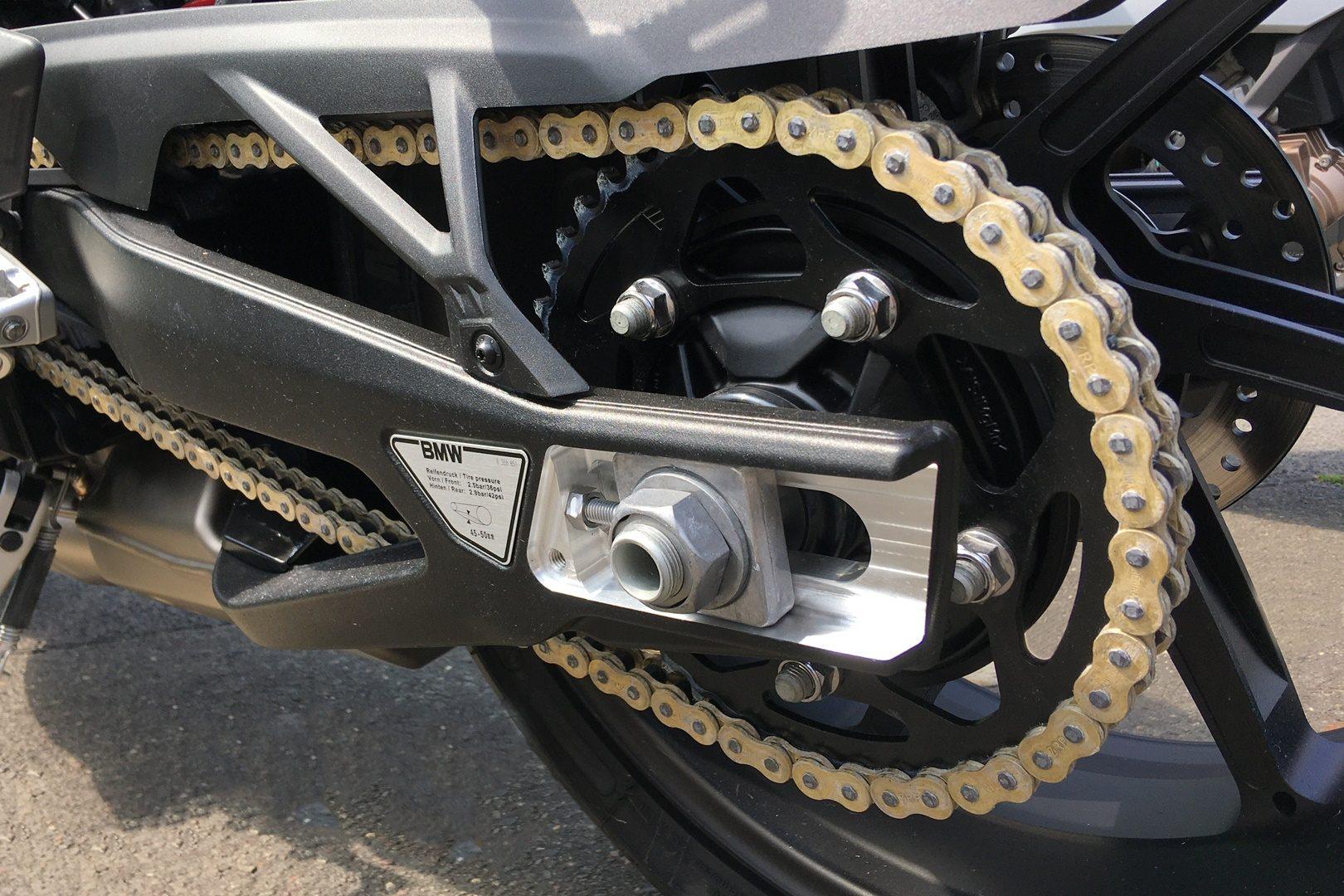 BMW inventa la M Endurance, la cadena de moto libre de mantenimiento