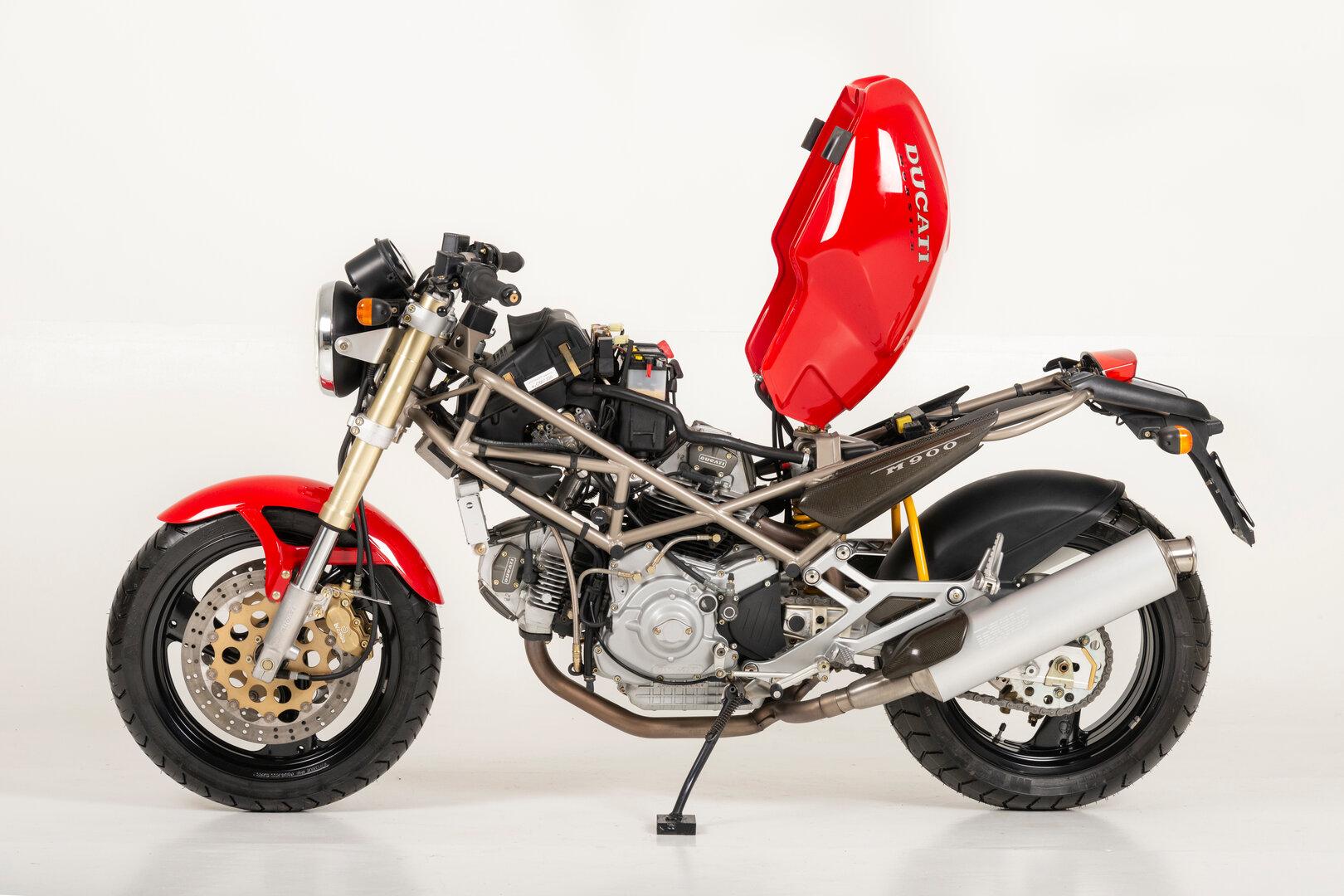 Ducati Monster 900 1993 10