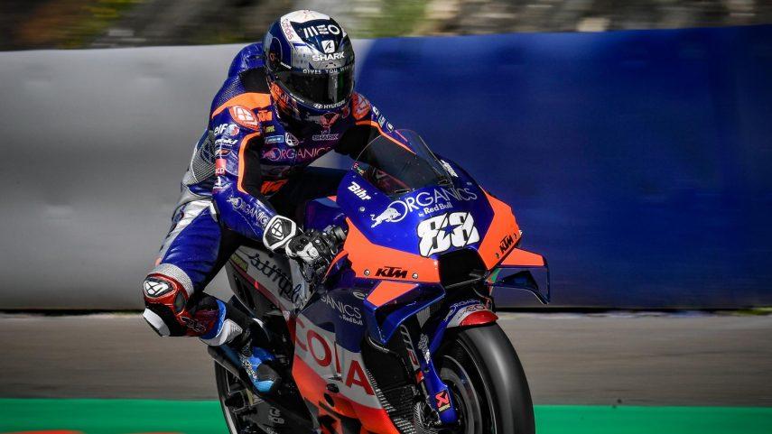 Miguel Oliveira consigue la primera victoria de su carrera en MotoGP