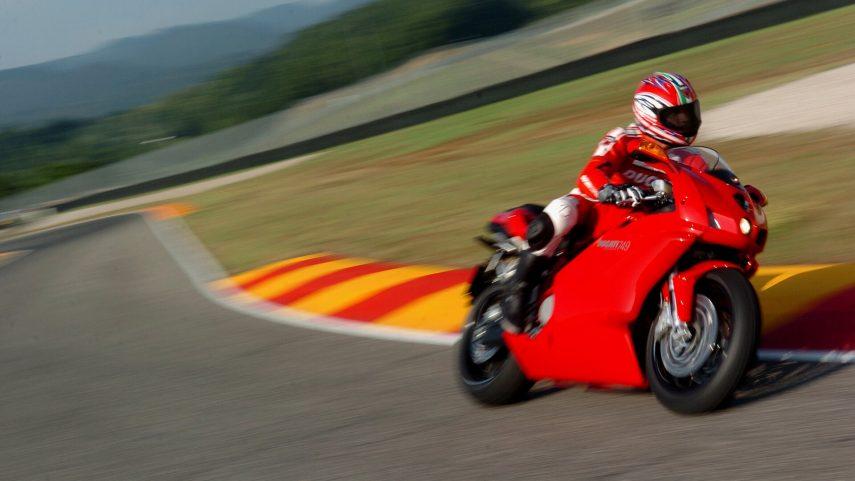 Moto del día: Ducati 749